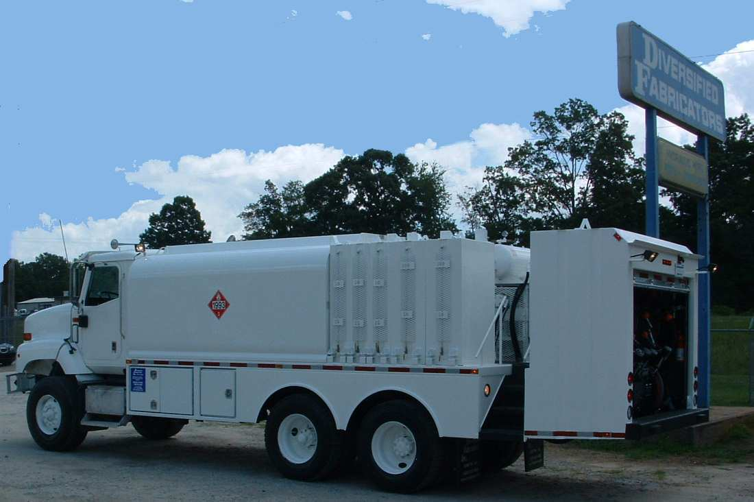 Mobile lubrication 2300 gal water truck