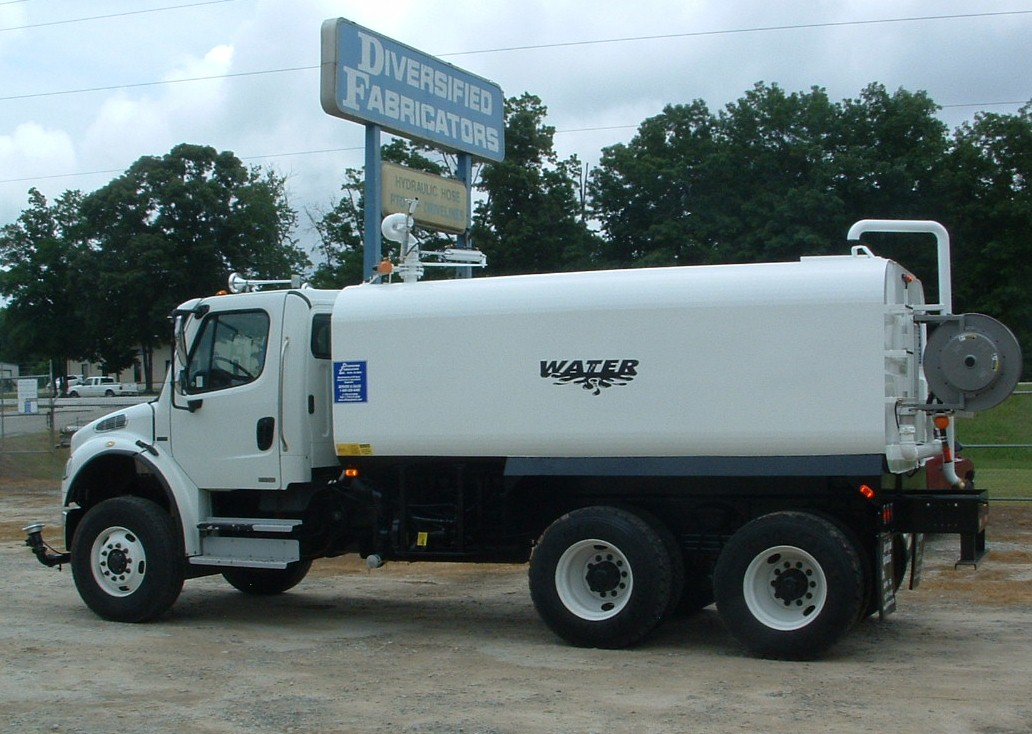 MOUNTED ON NEW 2007 FREIGHTLINER M2/106 TANDEM AXLE CHASSIS & Diversified Fabricators Inc Water Trucks and Tanks